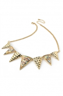 Gold and marble toned necklace with triangles detail.