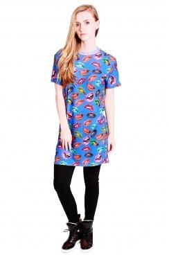 Kara t-shirt dress with short sleeves all over lip print.