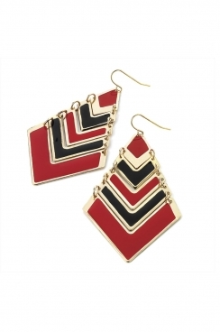 kite shaped Black and red dropped earrings.