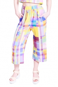 Polly 3/4 trousers with abstract geometric print.