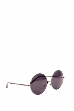 Unisex Taylor black frame and black tinted lens sunglasses.