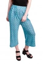 Cassie poppy printed 3/4 length trousers.